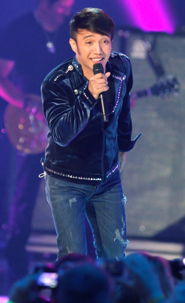 Arnel Pineda | TEAM YELLOW