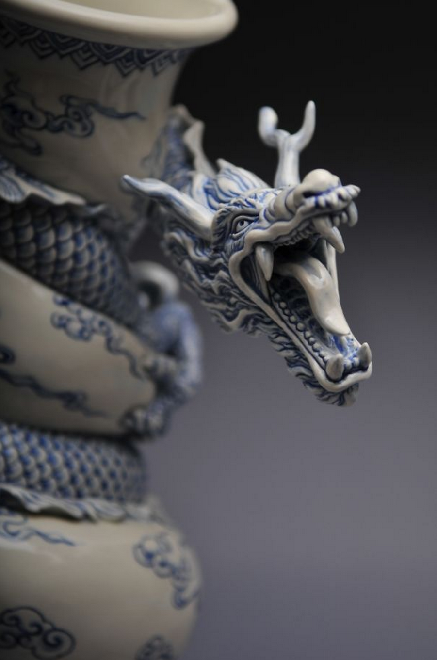 Art Beautiful Chinese Dragon Vase Ceated By Sculptor