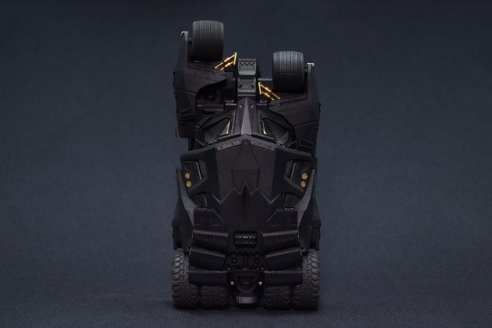 bandai-crazy-case-batmobile-tumbler-2
