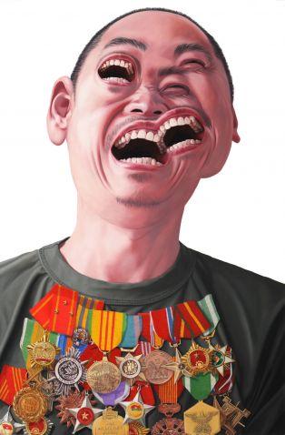 5292_9_Nguyen-Xuan-Huy-Portrait-mit-US-und-vietnamesischen-Orden-nach-Picassos-Weinender-Frau